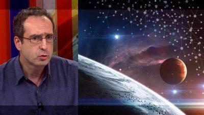 Dr Srđa Janković esejom RAT (I MIR) SVETOVA stavlja imunološku problematiku u astrobiološki kontekst na primeru Velsovog klasičnog ostvarenja.