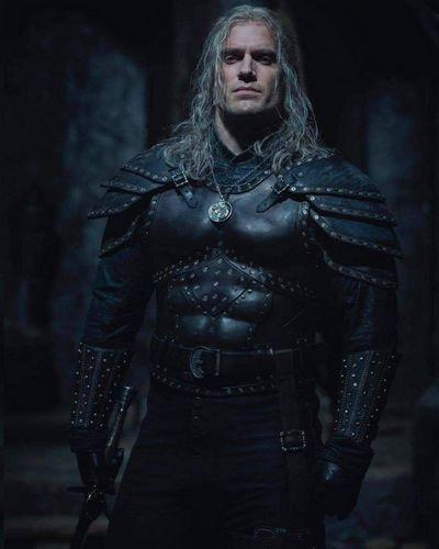 Henri Kavil kao Geralt od Rivije u seriji THE WITCHER